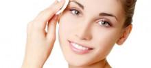 Le 5 regole per detergere correttamente il viso.